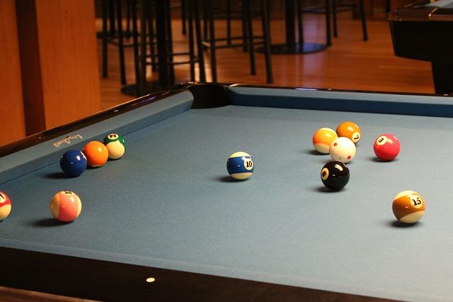 pool-216416_640